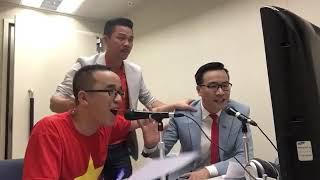 Khoảnh khắc đầy xúc động trong cabin bình luận khi Việt Nam vô địch AFF Cup