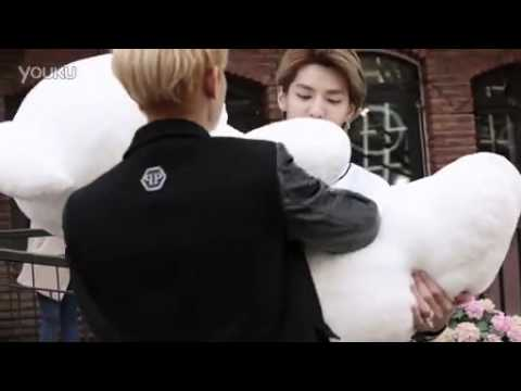 [Fancam] Kristao play with bear ( Meilishuo)
