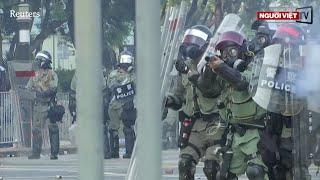 Hồng Kông: Cảnh sát bắn người biểu tình, bị 'đáp trả' bằng  bom xăng