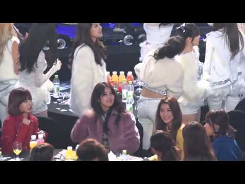 4minute's reaction to EXO's Growl encore stage @ SMA 2014