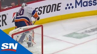 Robin Lehner's Turnover Gives Justin Williams An Easy Goal In Game 3