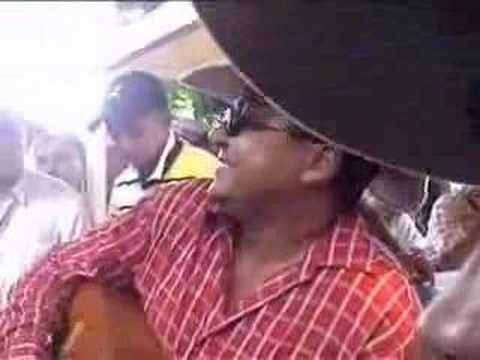 Jorge Guerrero cantando un pasaje criollo.