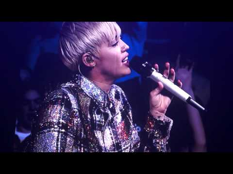 Baixar Miley Cyrus crying singing Summer Time Sadness by Lana Del Rey Boston BANGERZ 2014