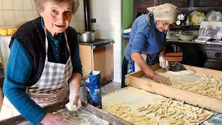 Discover fresh cheese gnocchi called 'raviole'! | Pasta Grannies