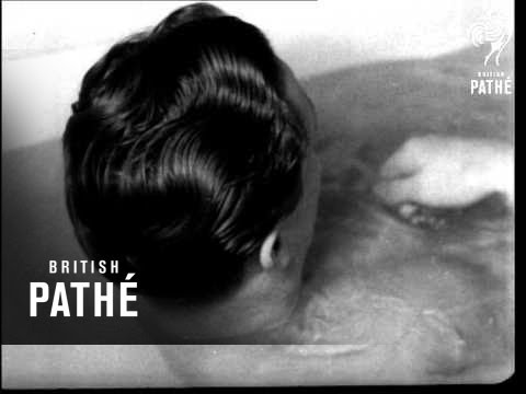 Hot Water Trailer (1942)