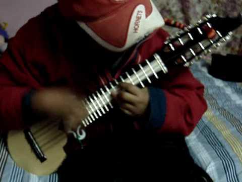 Increible niño charanguista!!!!