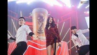 """Bích Phương bỏ """"Bùa Yêu"""" khán giả - Live tại Đại tiệc Budweiser World Cup 2018, 14/6/2018"""