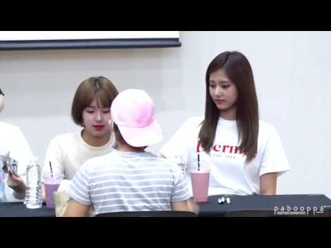 CUTE MOMENT TZUYU AND CHAEYOUNG IN FANSIGN