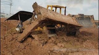 Komatsu bulldozer stuck in deep mud & recovery - អាប៉ុលជាប់ផុងជ្រៅក្នុងភក់ (Part1)