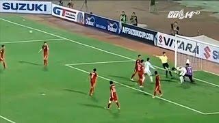 (VTC14)_Bị phạt thẻ đỏ, thủ môn tuyển Việt Nam có bị oan?