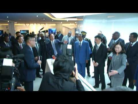 Le Président Paul BIYA visite le siège de Huawei en Chine