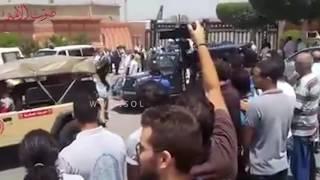 لحظة وصول زوجة «زويل» إلى مطار القاهرة     -