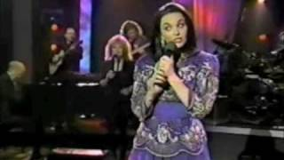 Crystal Gayle - put your hand in the hand