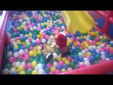 lagu anak balonku ada lima, bermain sambil bernyanyi