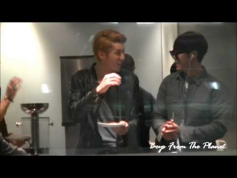[Fancam] 121125 Leader Line at Airport (Lounge)