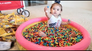 BABY COVERED IN 1 MILLION M&M's!!!