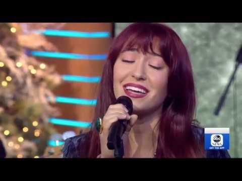 Lauren Daigle Performs