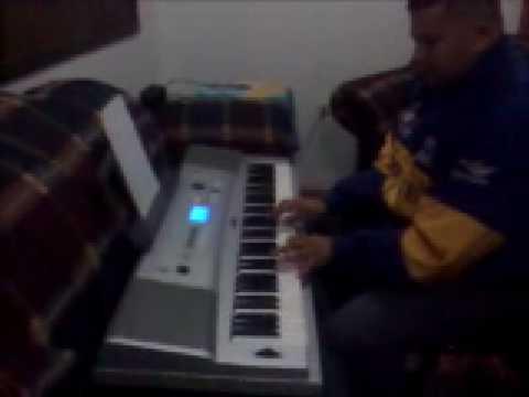 EDGAR TORRES COLMENARES  TOCANDO PIANO