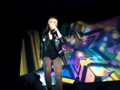 SHINee in London - Key's solo, Ke$ha TickTock :D