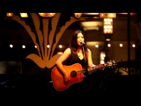 Michelle Branch - Ready to Let You Go (Live at The Grove)