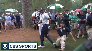 Security guard makes contact with Tiger Woods at the Masters   CBS Sports