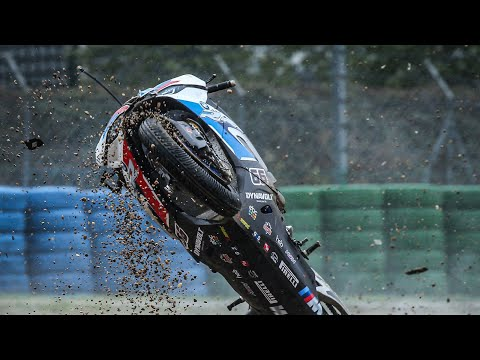 DRAMA for the BMW riders at the first laps of Race 1 at Magny-Cours