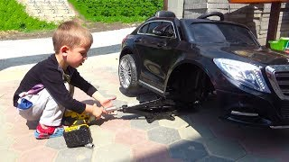 Little Boy Driving a Mercedes mini CAR & Learn Colors With Fitness Balls - YouTube