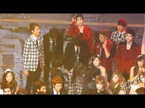 [Fancam] 111230 Krystal & Jessica [hugs and kisses] @ Ending 2011 KBS Music Festival