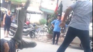 Xế taxi đánh nhau bằng võ công trong phim kiếm hiệp