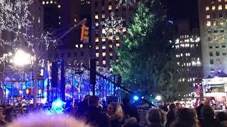 Gwen Stefani- Let it snow, let it snow, let it snow Live on Rockefeller Center Xmas Show 2017