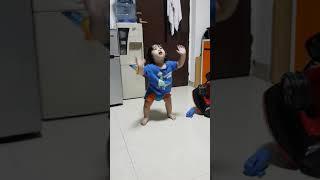 Baby wein dancing baby shark