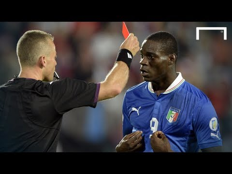 Tình huống Balotelli nhận 2 thẻ vàng trong 4 phút