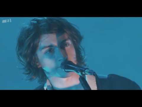 Arctic Monkeys - I Bet You Look Good on the Dancefloor - Live @ Royal Albert Hall, 27/03/2010 [HD]