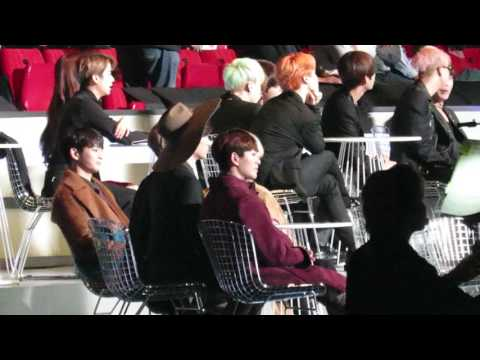 【FANCAM】 SHINee Reaction to Red Velvet's Award Speech @MAMA 2015 IN Hong Kong