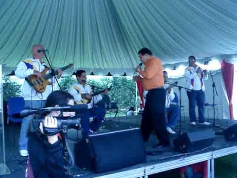 Hernán Marín canta La guacharaca, joropo cotorreao