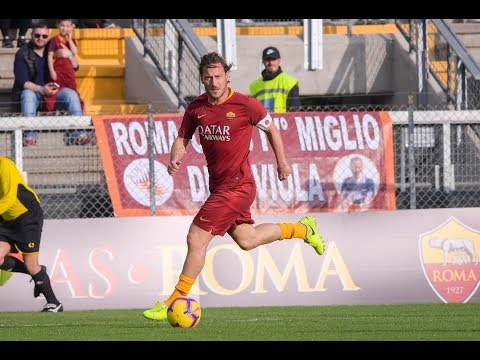 VIDEO - Roma Legends, gli highlights: Totti incanta, Delvecchio fa poker