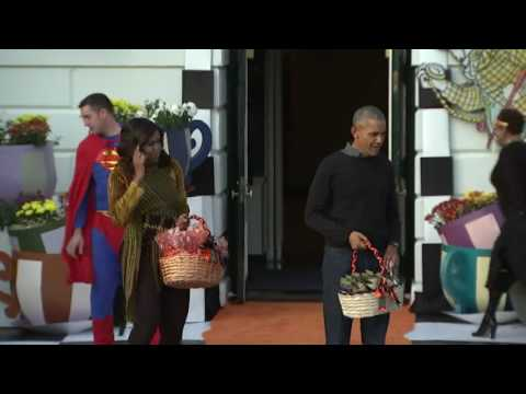 Obamas Dance For Final Trick-Or-Treat At White House