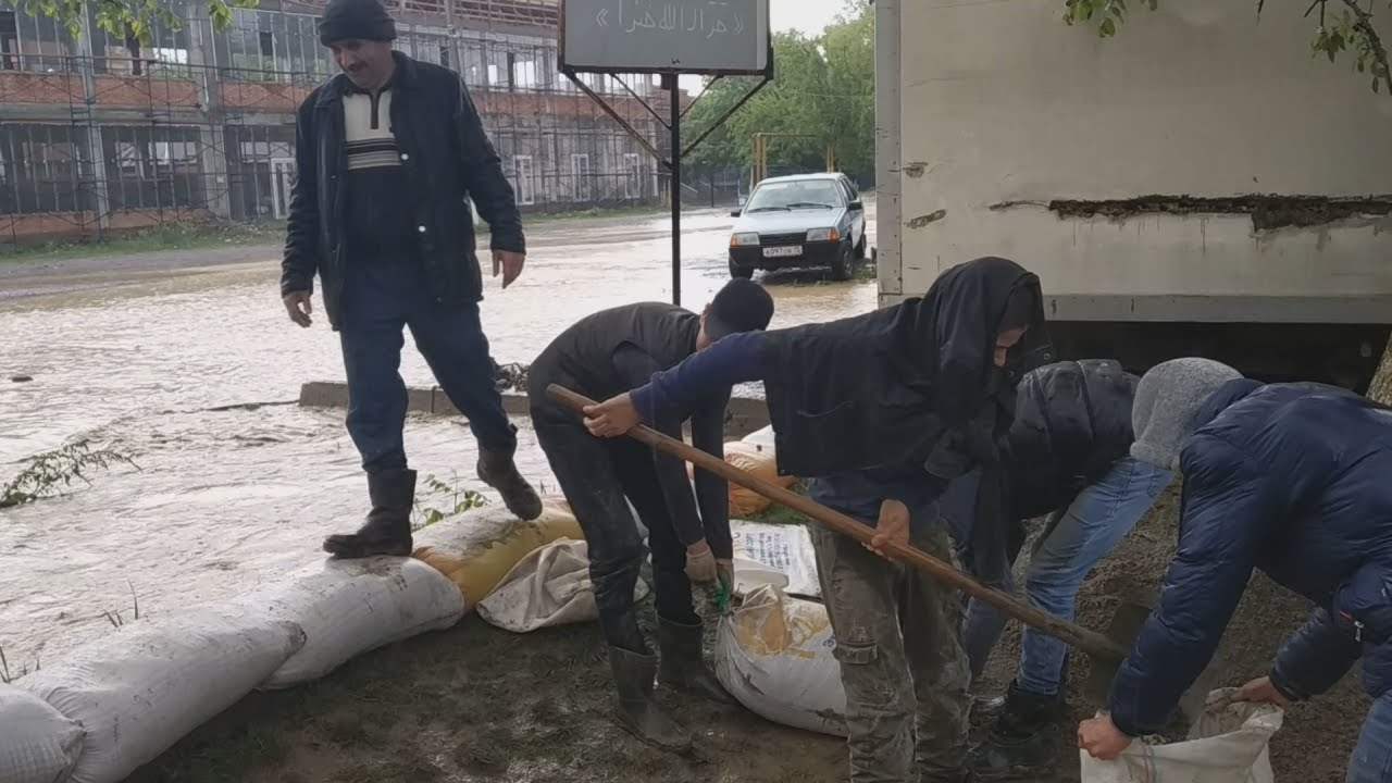Жители Ингушетии спасаются от паводка