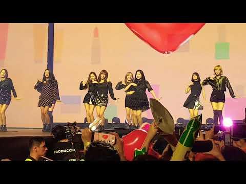 TWICE - Likey (Music Bank Chile 2018)