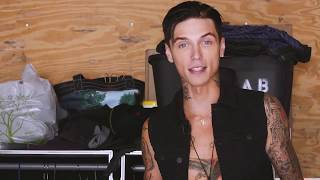 """""""What's In My Suitcase"""" with Andy Black - Vans Warped Tour 2017"""
