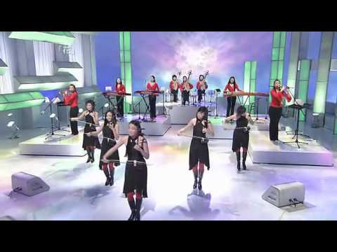 12 Girls Band from a Japanese program featuring BOA - Clip 2: Hana -  花