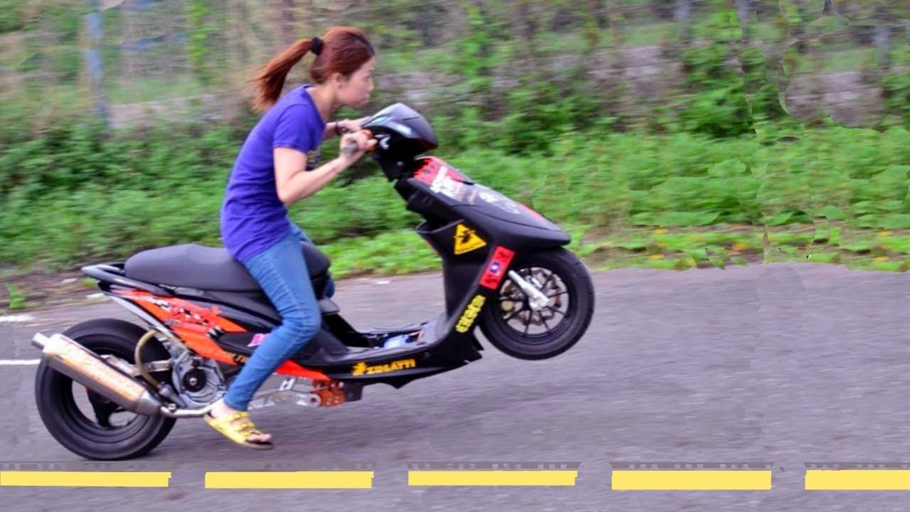 Girl Dragbike Rider Wheelie Can Kick Man S Ass Youtube