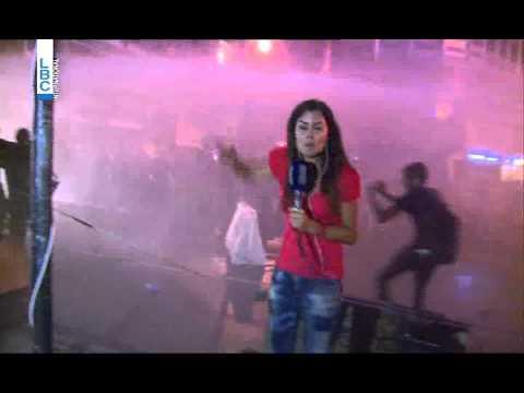 شاهد بالفيديو.. مذيعة لبنانية تتعرض للضرب من قوات الأمن