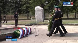 Омские спасатели и пожарные почтили память своих коллег