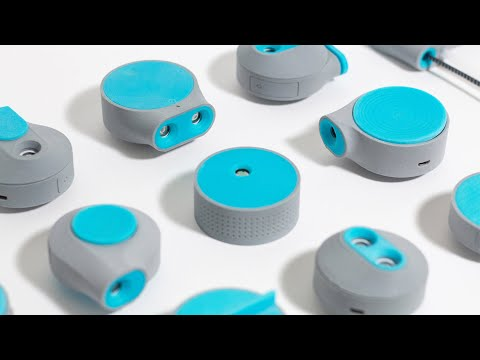 Airtomo is a wearable air purifier designed for use on public transport