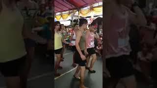 Xem là cười! Đố ai nhảy đẹp hơn