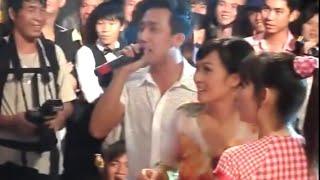 Gio to 12/08/2011 ben san khau Nu Cuoi Moi (Nhieu Nghe Si) Phan 1