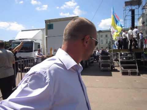 Хмельницьких журналістів не підпускали до Яценюка та Тягнибока