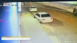 Bandidos roubam carro e ameaçam matar cães de estimação