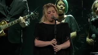 Kelly Clarkson - Shallow (Lady Gaga & Bradley Cooper Cover) [Live in Green Bay, WI]